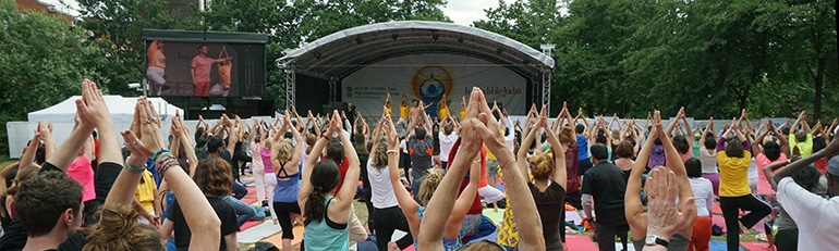 770x231_yoga_day_2015__people2