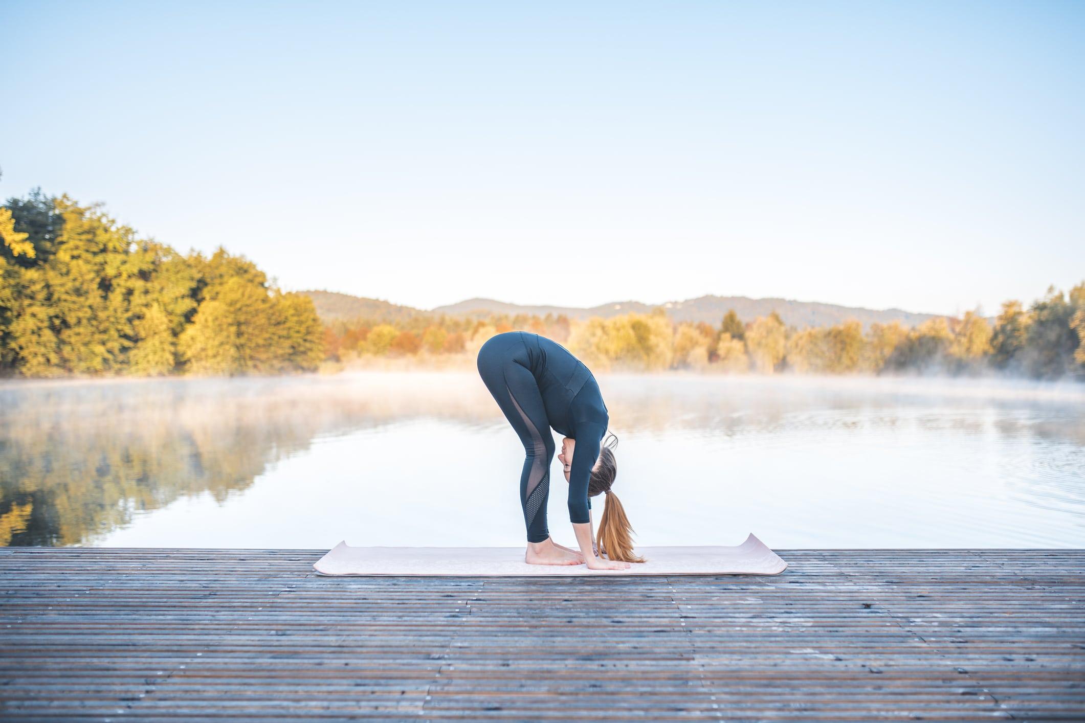 Yoga pose uttanasana-transit