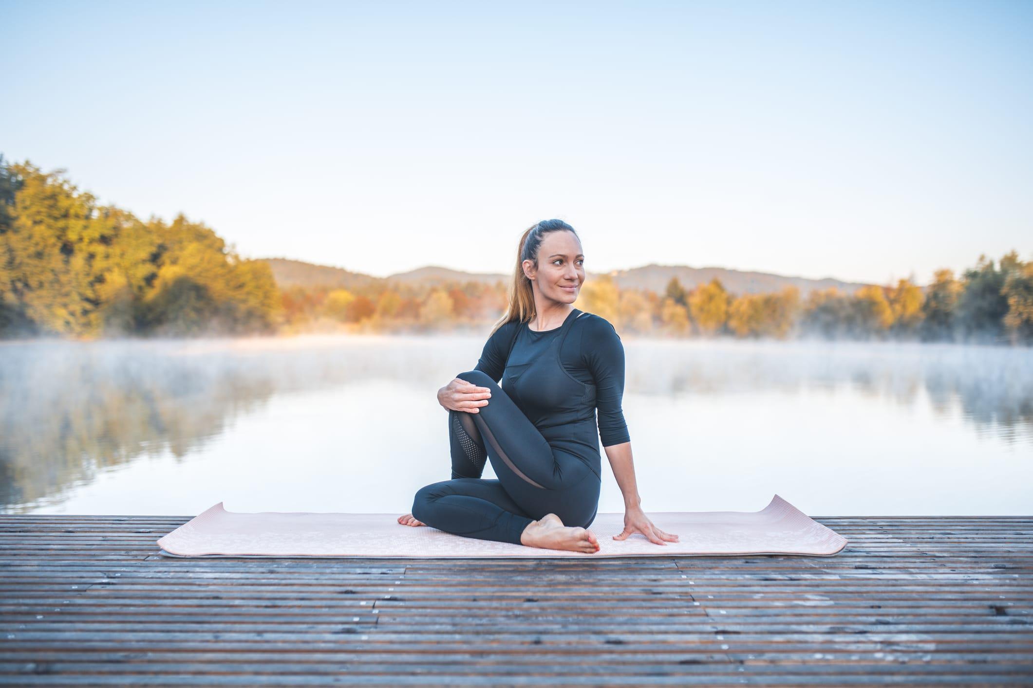 Yoga pose-ARDHA MATSYENDRASANA (TORSION ASSISE)