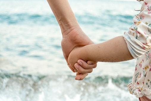 comment-aider-son-enfant-face-a-un-parent-toxique